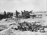 25-pounder gun of Australian 2/8th Field Regiment near El Alamein, Egypt, 12 Jul 1942