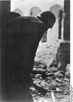 German paratrooper in the ruins of Monte Cassino monastery, Italy, Mar 1944