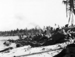 Soldiers of the US 6th Army on the beach of Wakde, northwestern New Guinea, 17 May 1944