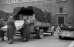 German troops seizing Italian artwork at Piazza Venezia, Rome, Italy, 4 Jan 1944, photo 3 of 3