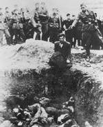 Execution of an Ukrainian Jew by man of Einsatzgruppe D, date unknown