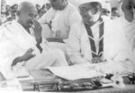 Subhash Chandra Bose and Mohandas Gandhi at the annual meeting of the Indian National Congres, Haripura, India, 1938, photo 2 of 2