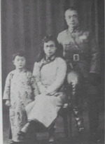 Du Yuming, Cao Xiuqing, and child, date unknown