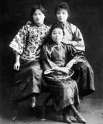 Protrait of sisters Song Qingling, Song Ailing, and Song Meiling, circa 1920s
