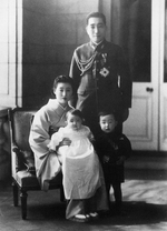 Prince Tsuneyoshi of Takeda with his wife Mitsuko Sanjo and children Prince Tsunetada and Princess Motoko, 1942