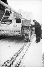 German crew changing the track of a Hornisse/Nashorn tank destroyer, near Vitebsk, Bellorussia, Mar 1944