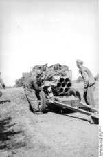 German troops with a 15 cm NbW 41 launcher, Russia, fall 1943, photo 3 of 4