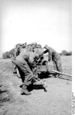German troops with a 15 cm NbW 41 launcher, Russia, fall 1943, photo 4 of 4
