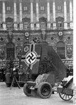 German Army General Werner Kienitz speaking to recruits at the Heldenplatz in Vienna, Austria, 9 Dec 1938; note 7.5 le.IG 18 infantry guns on display
