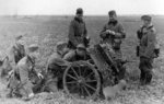 7.5 cm le.IG 18 field gun and its crew, date unknown